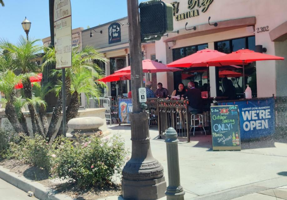 Photo of sidewalk dining